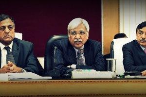 मुख्य चुनाव आयुक्त सुनील कुमार अरोड़ा (बीच में) चुनाव आयुक्त अशोक लवासा (बाएं) और चुनाव आयुक्त सुशील चंद्रा. (फोटो: पीटीआई)