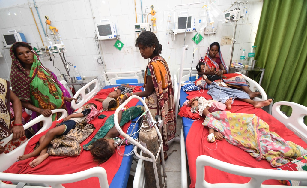 Muzaffarpur: Children showing symptoms of Acute Encephalitis Syndrome (AES) being treated at Shri Krishna Medical College and hospital in Muzaffarpur, Sunday, June 16, 2019. (PTI Photo) (PTI6_16_2019_000136B)