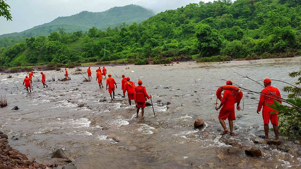 Ratnagiri: NDRF personnel conduct search operation for missing villagers, after Tiware dam breached following incessant rains, in Ratnagiri, Thursday, July 4, 2019. (PTI Photo) (PTI7_4_2019_000236B)