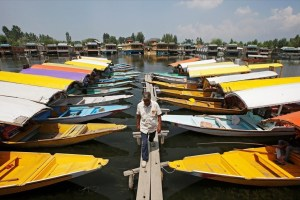 A boatman walks past the parked 'Shikaras' or boats for tourists on the banks of Dal Lake in Srinagar August 4, 2019. REUTERS/Danish Ismail