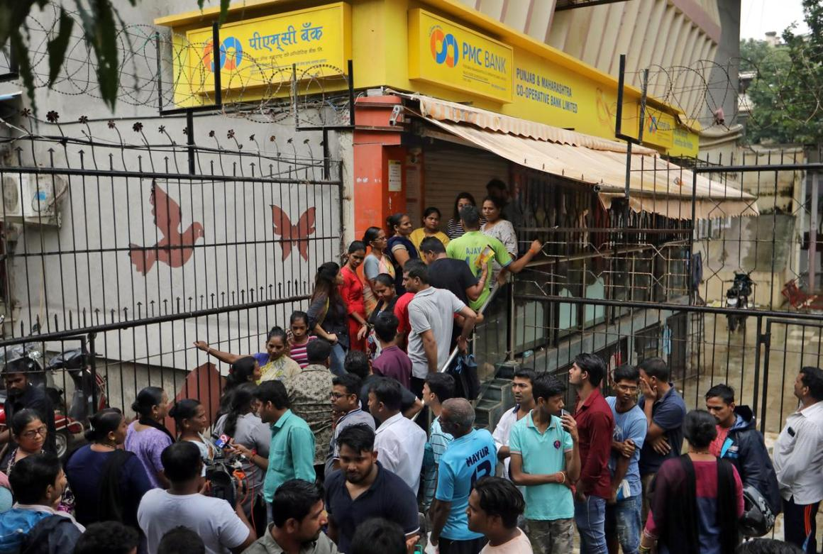 People wait outside a PMC (Punjab and Maharashtra Co-operative) Bank branch to withdraw their money in Mumbai, India, September 25, 2019. REUTERS/Francis Mascarenhas