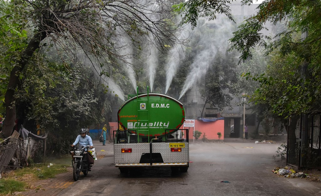 New Delhi: A water tanker sprays water into the atmosphere to curb rising pollution at Gautam Puri in New Delhi, Tuesday, Oct. 29, 2019. Delhi's air quality took a hit after on Diwali night due to a combination of firecracker emissions, stubble burning and unfavourable meteorological conditions. (PTI Photo)(PTI10_29_2019_000120B)