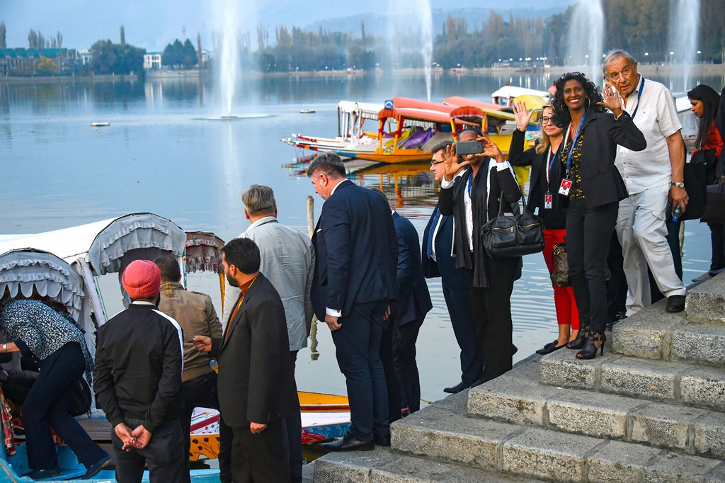 Srinagar: Members of European Union Parliamentary delegation board a shikara ride at Dal Lake in Srinagar, Tuesday, Oct. 29, 2019. Protest broke out in many parts of the city as a European Union MPs visited the valley (PTI Photo/S. Irfan)(PTI10_29_2019_000224B)