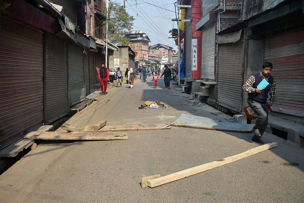 Srinagar: Protesters block a street during a shutdown in Srinagar, Tuesday, Oct. 29, 2019. A delegation of 23 European Union MPs is on a visit to Jammu and Kashmir for a first-hand assessment of the situation in the Valley following the revocation of the state''s special status under Article 370.(PTI Photo/S. Irfan)(PTI10_29_2019_000100B)