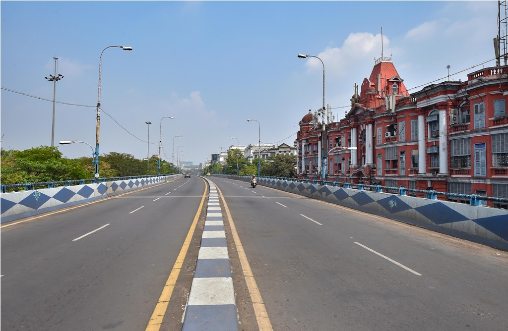 Kolkata: A deserted flyover on the first day of the 21-day complete lockdown in the wake of the coronavirus pandemic, in Kolkata, Wednesday, March 25, 2020. (PTI Photo/Swapan Mahapatra) (PTI25-03-2020 000059B)