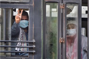 New Delhi: Members of the Tablighi Jamaat show victory sign as they leave in a bus from LNJP hospital for the quarantine centre during the nationwide lockdown, in wake of the coronavirus pandemic, in New Delhi, Tuesday, April 21, 2020.