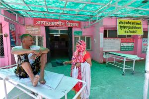 Ghaziabad: A patient waits outside the emergency ward of Ghaziabad District MMG hospital, where attendees of a recent religious congregation in Nizamuddin are admitted for quarantine in the wake of coronavirus outbreak, in Ghaziabad (UP), Saturday, April 4, 2020. (PTI Photo/Vijay Verma)(PTI04-04-2020_000056B)