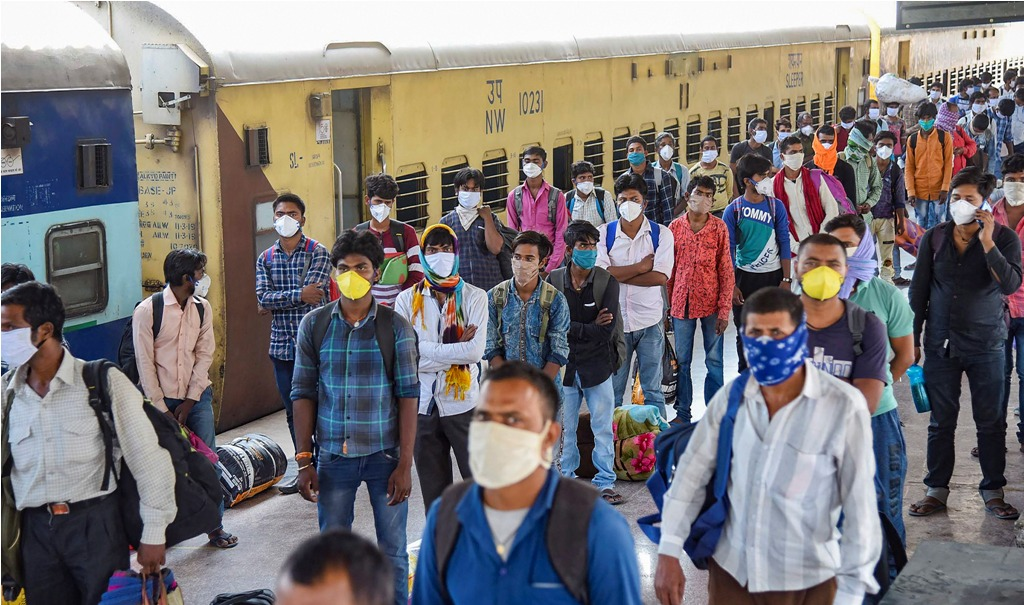 Patna: Migrants from Jaipur arrive by 'Shramik Special' train at Danapur junction, during the nationwide lockdown to curb the spread of coronavirus, in Patna, Saturday, May 2, 2020. (PTI Photo)(PTI02-05-2020_000186B)