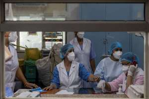 Medical workers are seen at a ward treating patients suffering from COVID-19 in Lok Nayak Jai Prakash (LNJP) hospital in New Delhi on July 17, 2020. REUTERS