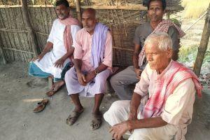 बस्सीपट्टी में चुनाव को लेकर चौक-चौराहे पर होने वाली बहसों में पलायन कोई मुद्दा नहीं है. (सभी फोटो: हेमंत कुमार पांडेय)