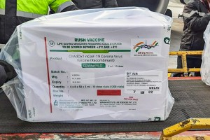 **HANDOUT PHOTO MADE AVAILABLE FROM DELHI INTERNATIONAL AIRPORT LIMITED (DIAL) ON TUESDAY, JAN. 12, 2021** New Delhi: First consignment of COVID-19 vaccination arrives at Delhi Airport in a special SpiceJet flight from Pune, in New Delhi, Tuesday, Jan. 12, 2021. (PTI Photo)(PTI01 12 2021 000010B)