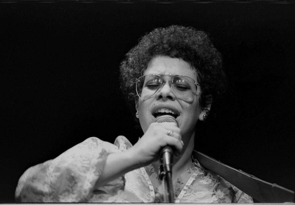 """Phoebe Snow: Artist, Interrupted. """"Mother Of All Jewish Mothers"""""""