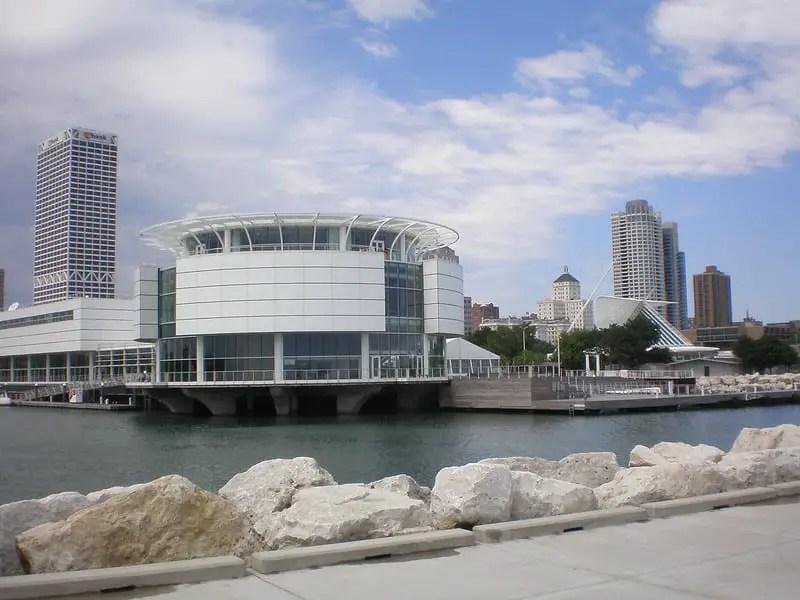 Exterior of Reiman aquarium in Milwaukee Wisconsin