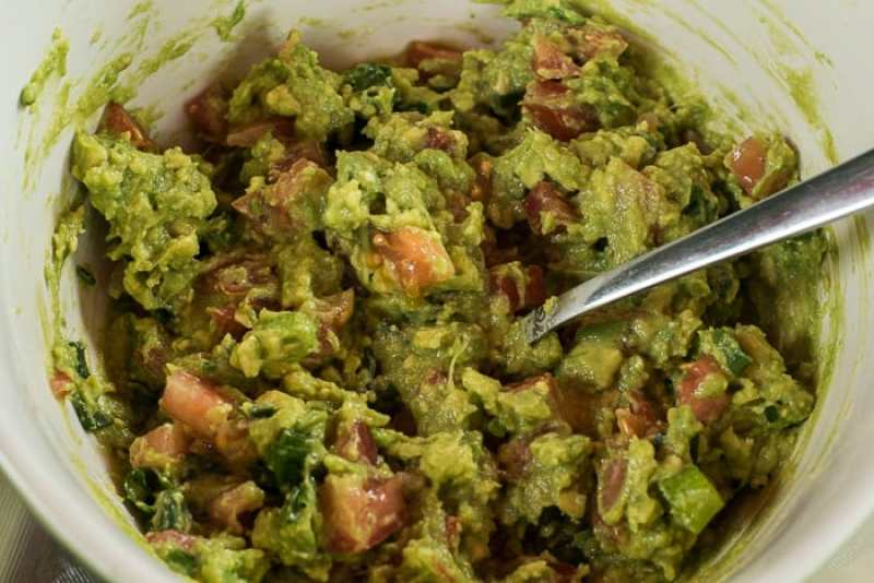 picture of guacamole all mixed up in bowl