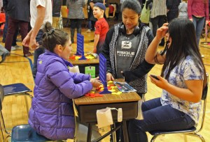 Middle School students play Connect4