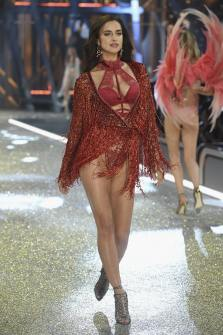 Irina Shayk walks the runway at the Victoria's Secret Fashion Show on November 30, 2016 in Paris, France.