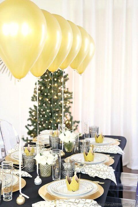 gallery-1481036617-christmas-party-table-setting-3.jpg