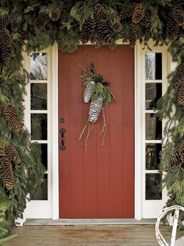 pinecone-door-decoration.jpg