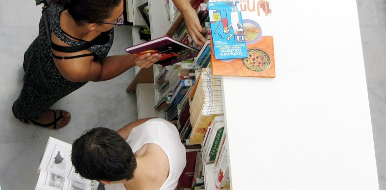 Photograph of browsing in the library
