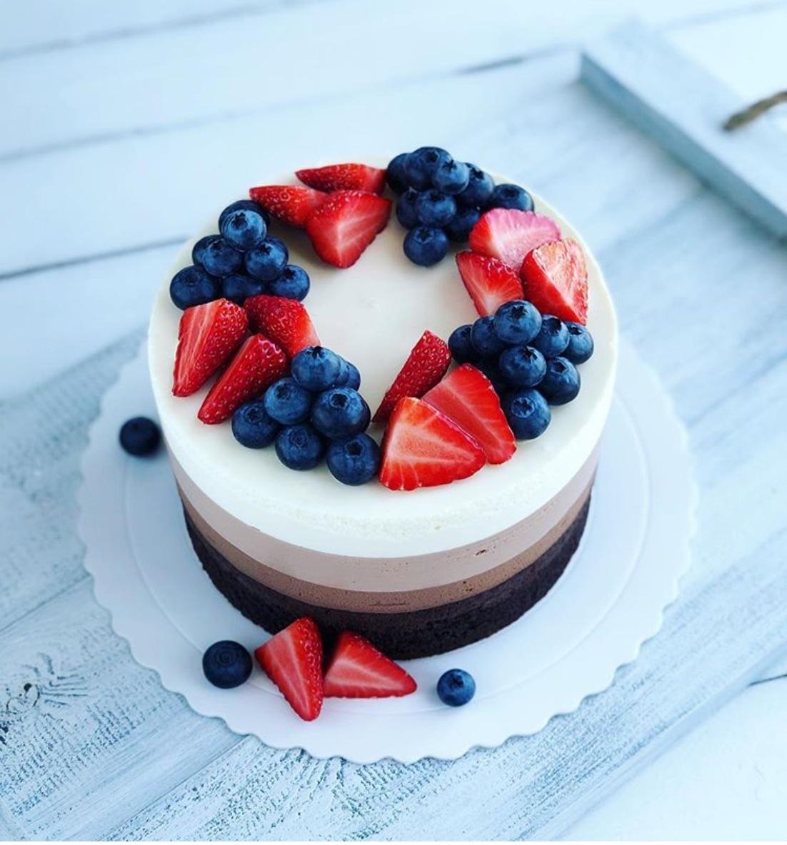chocolate cake with fruits