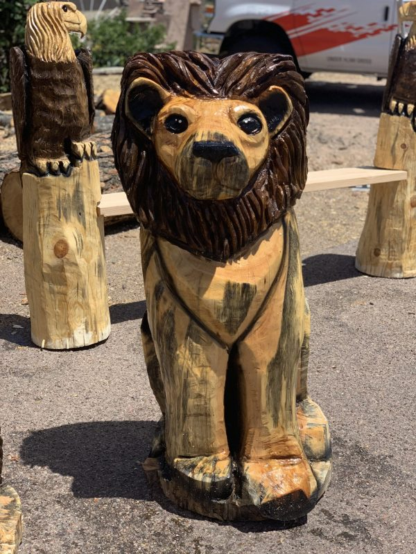 lion chainsaw carving
