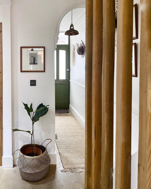 Keeping in simple in this narrow hallway.