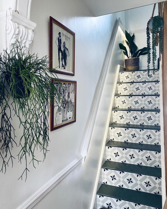 Tiled staircase.