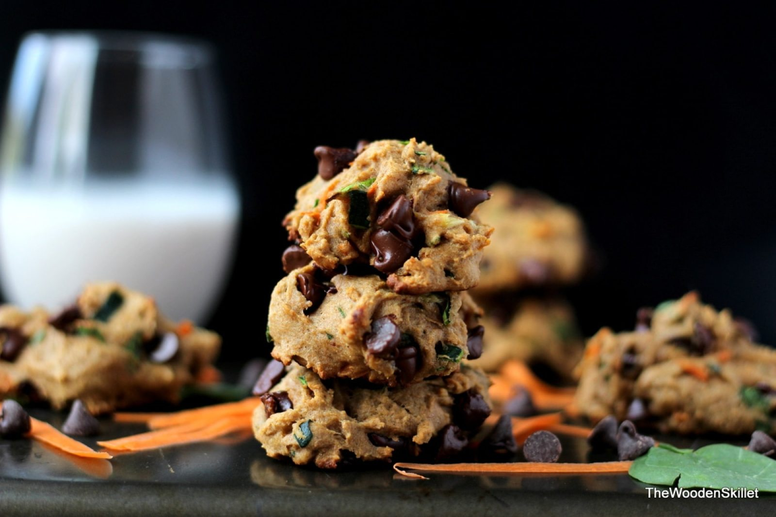 Healthy Chocolate Chip Cookies with Spinach, Zucchini and Carrots - They are healthy and kid-friendly! thewoodenskillet.com