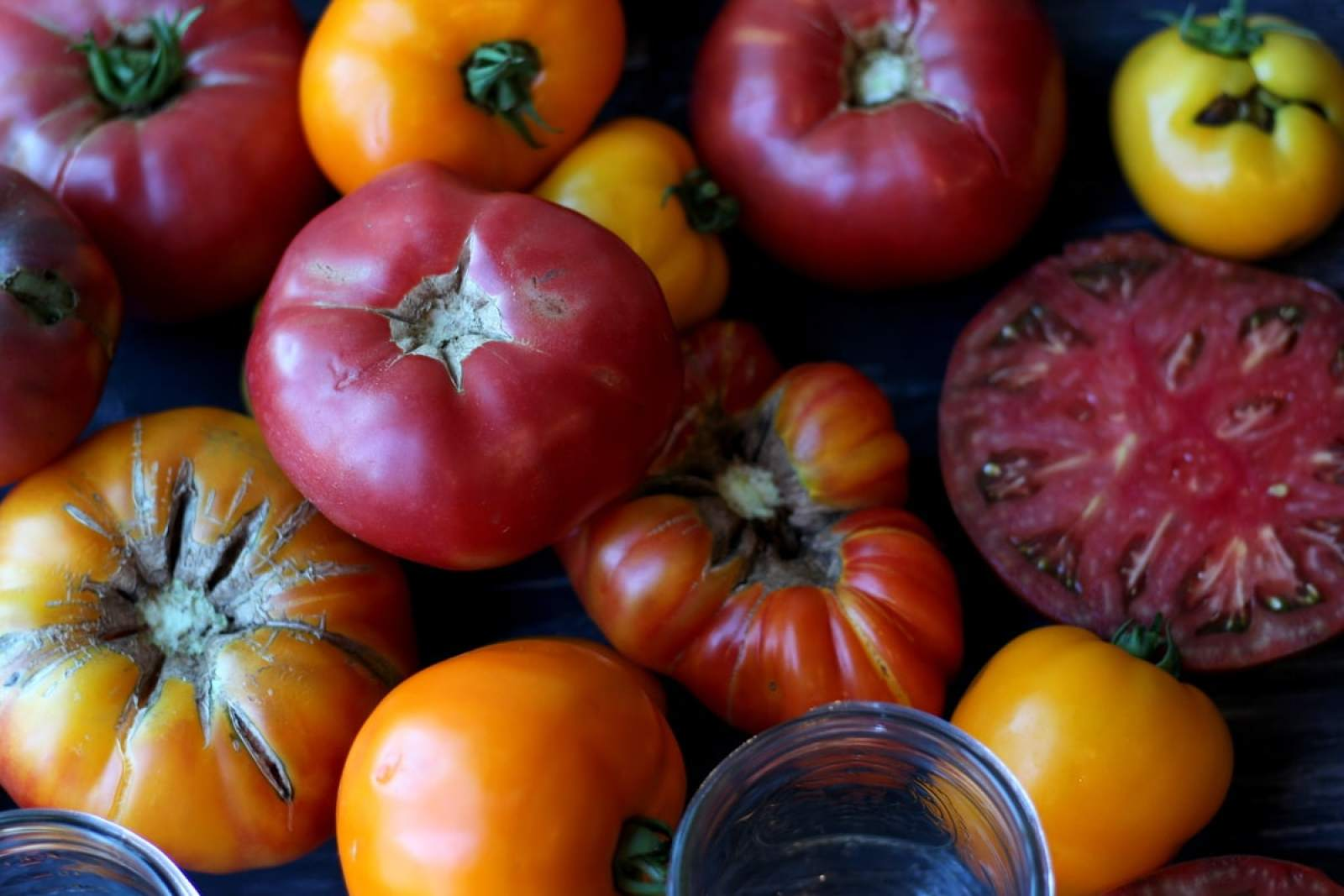 Tomatoes for canning - thewoodenskillet.com #canning #preserving