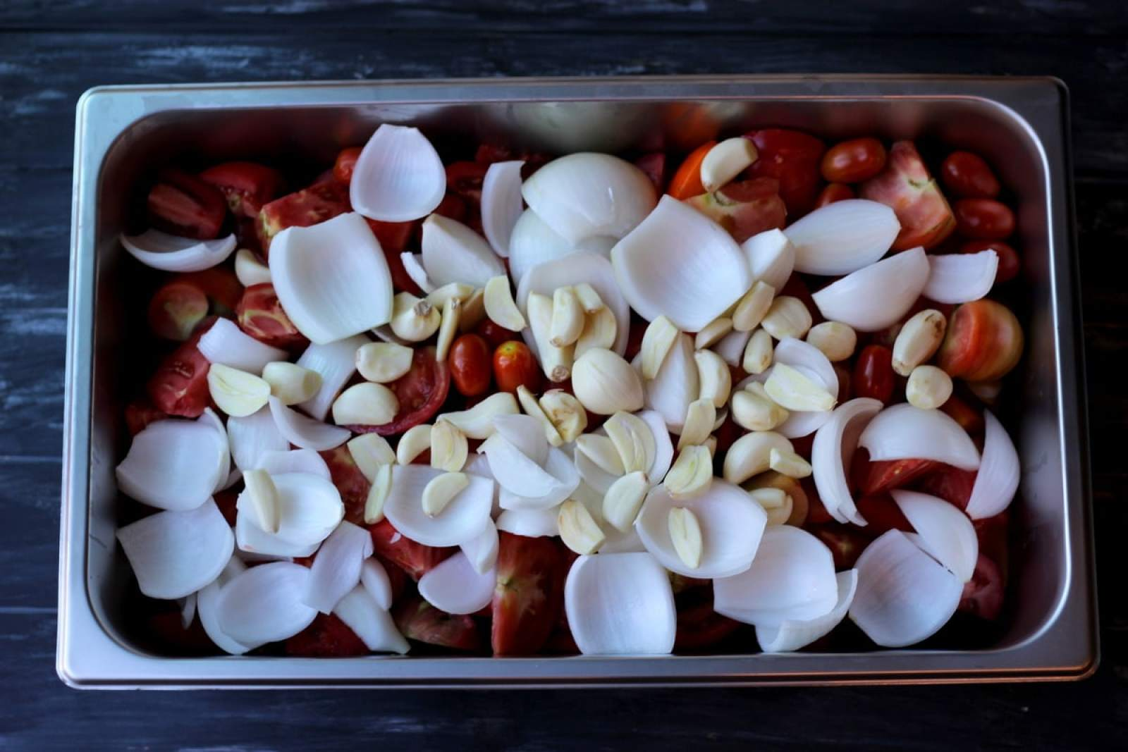 Making Homemade Spaghetti Sauce thewoodenskillet.com