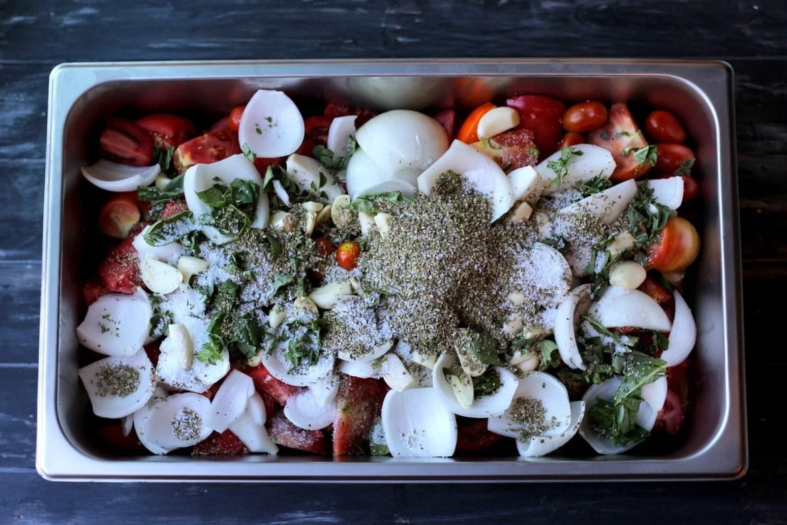 Making homemade marinara sauce thewoodenskillet.com