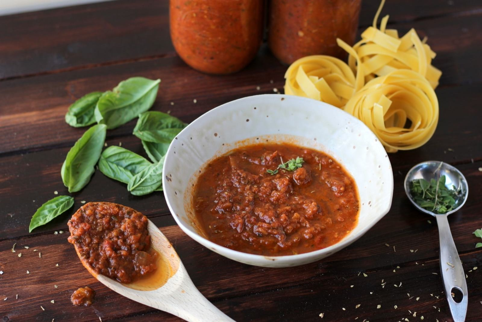 Slow-Roasted Heirloom Tomato and Garlic Marinara Sauce - thewoodenskillet.com #spaghetti #pasta #fresh