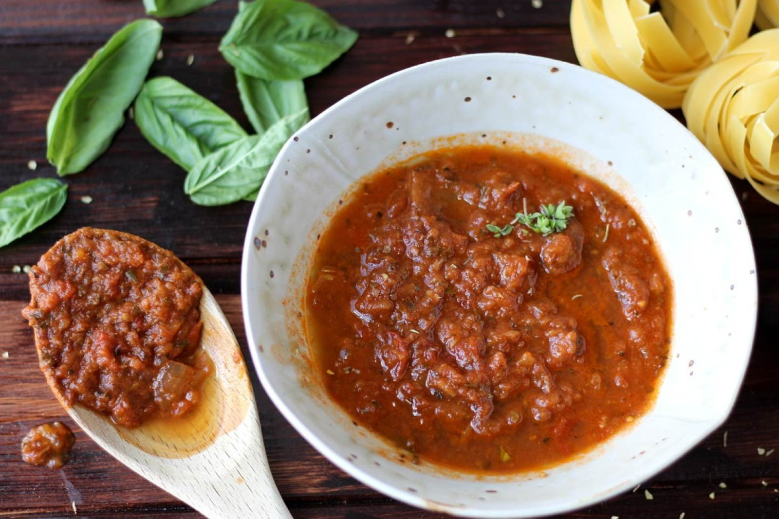 Slow Roasted Heirloom Tomato and Garlic Marinara Sauce - thewoodenskillet.com #fresh #pasta #spaghettisauce