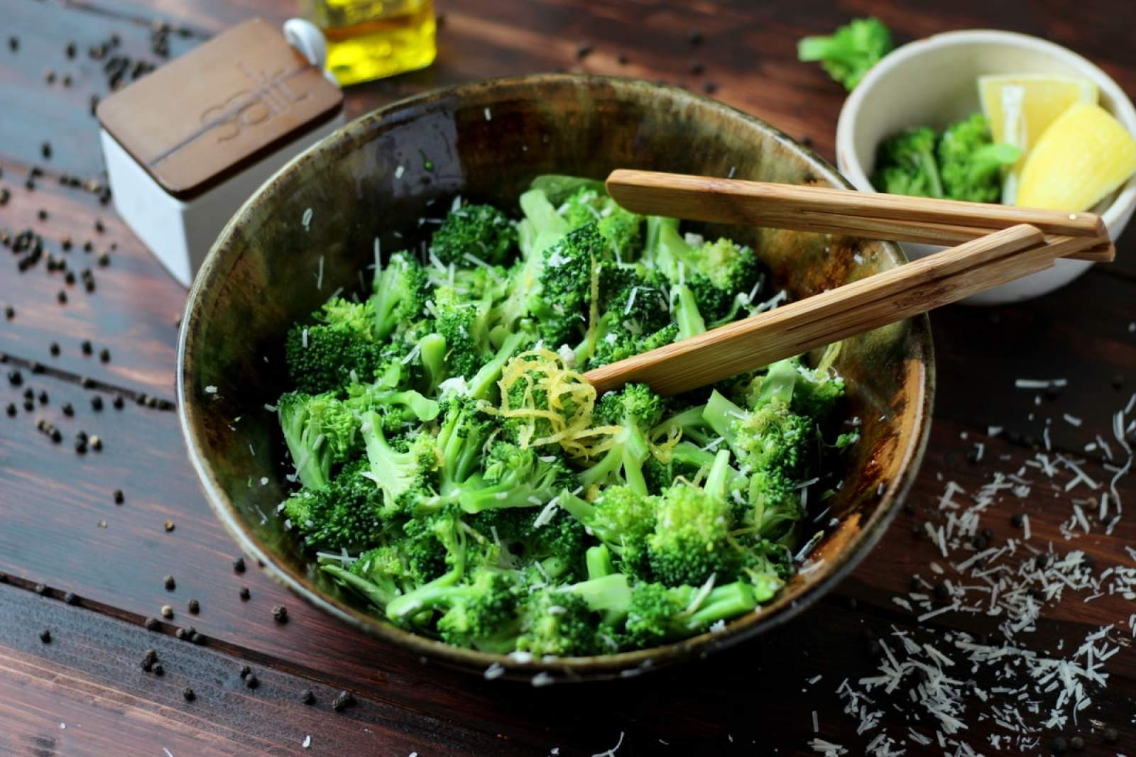 Simple Steamed Broccoli with Lemon and Parmesan Cheese - thewoodenskillet.com #dinner #sidedish #healthy