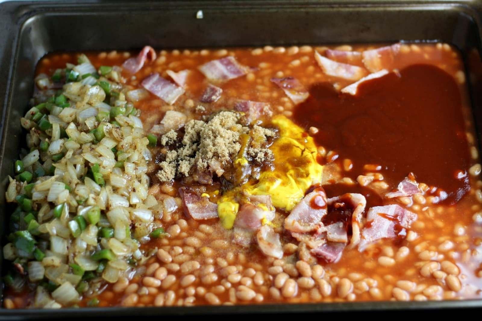 Homemade Baked Beans - thewoodenskillet.com