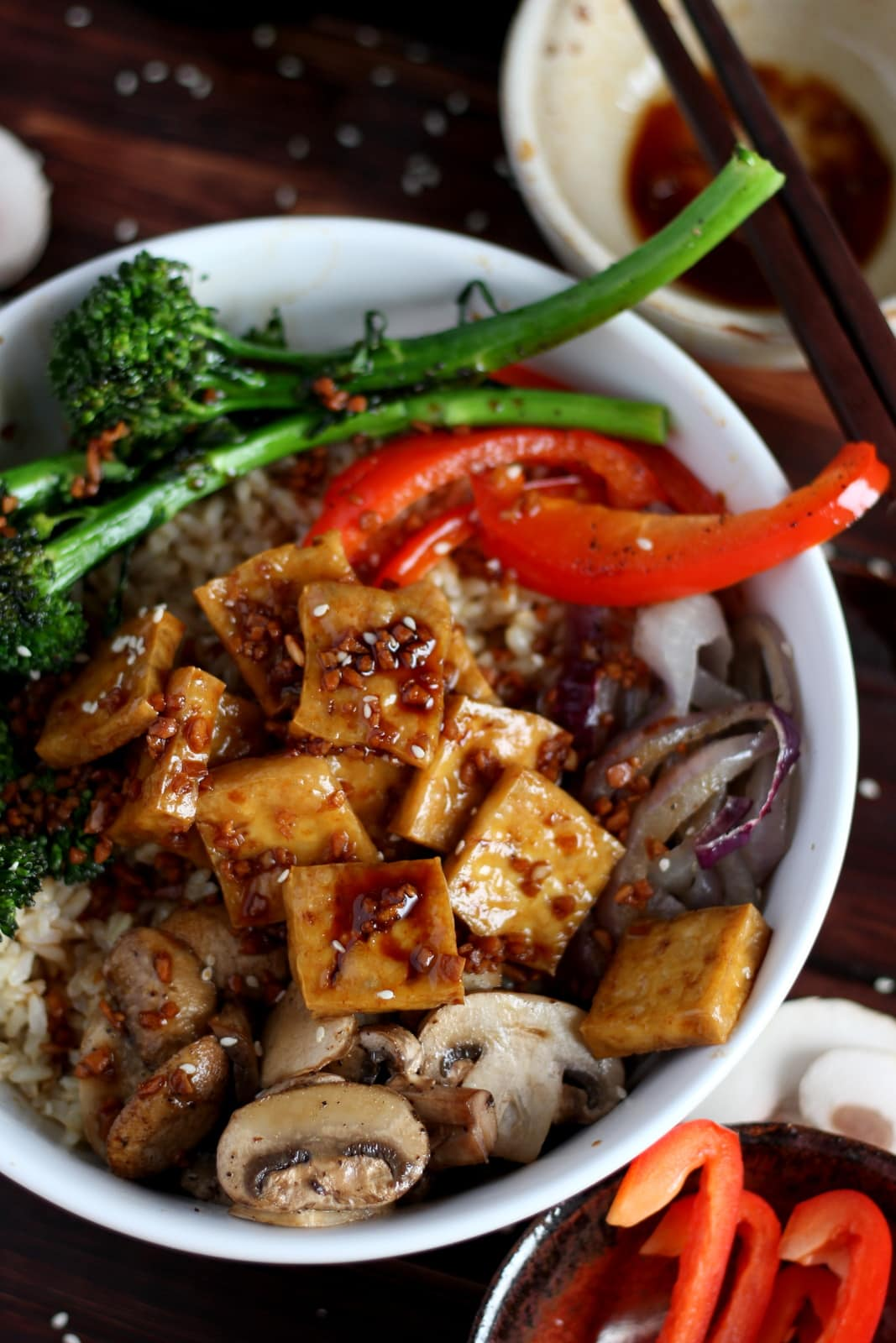 Brown Rice Tofu Bowl + Roasted Vegetables and Soy, Ginger, Garlic Sauce - a healthy option for lunch or dinner! thewoodenskillet.com