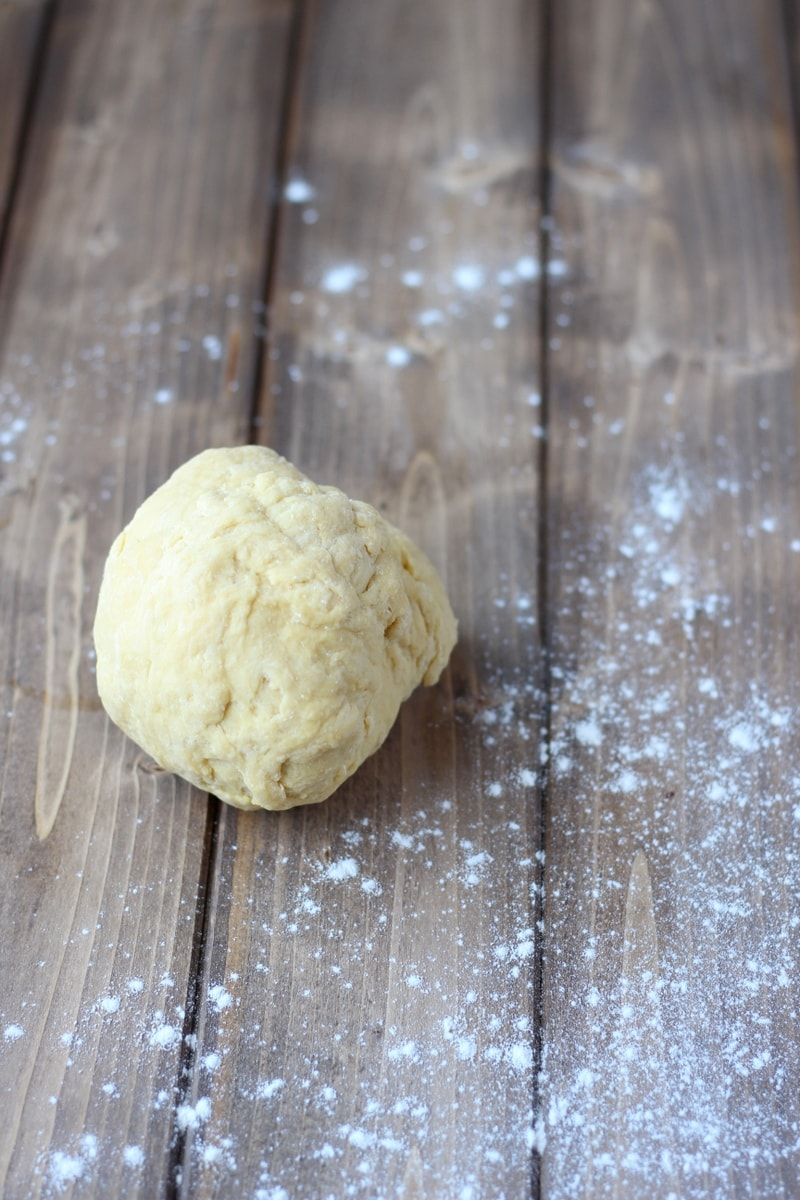 How to make homemade egg pasta - easy recipe for fresh pasta - thewoodenskillet.com #pastadough
