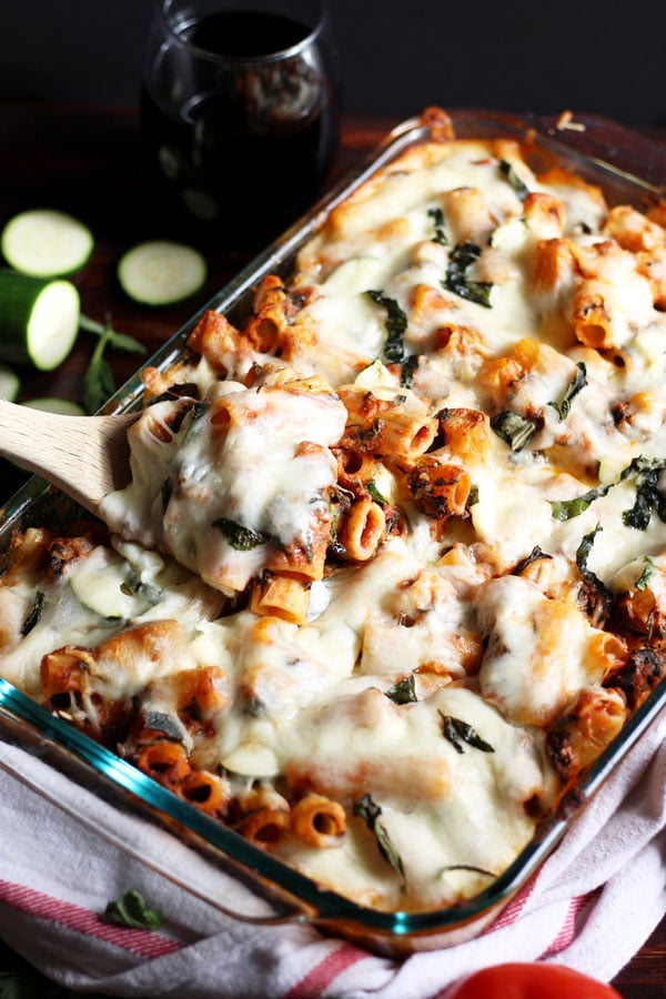 Cheesy Baked Red-Wine and Basil Rigatoni + Spinach and Zucchini. thewoodenskillet.com