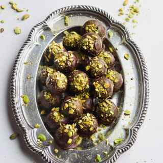 Million Dollar Paleo Christmas Truffles - a healthy and delicious holiday truffle! #paleo