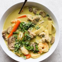 Ultimate Shrimp and Chicken Green Curry
