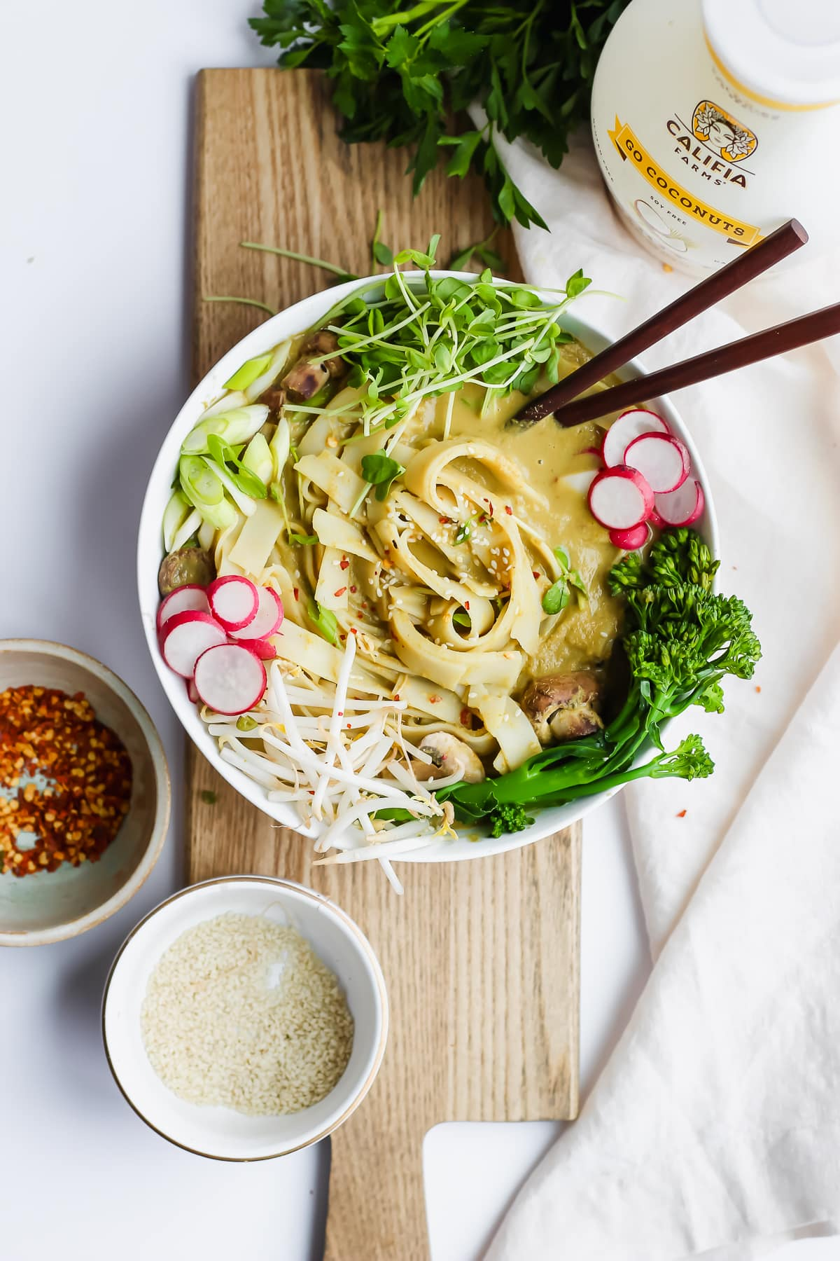 Vegan Sweet Green Curried Noodles - a quick and delicious, plant-based meal! #vegan #plantbased
