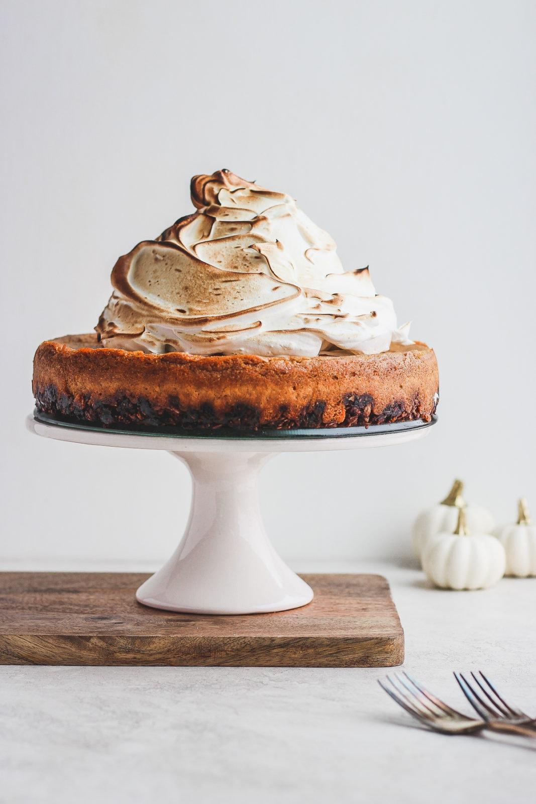 Creamy Vegan Baked Pumpkin Pie Cheesecake - a deliciously dreamy baked vegan pumpkin pie cheesecake - perfect dairy-free dessert option for Thanksgiving! #dairyfree #vegan #thanksgiving #pumpkinpie