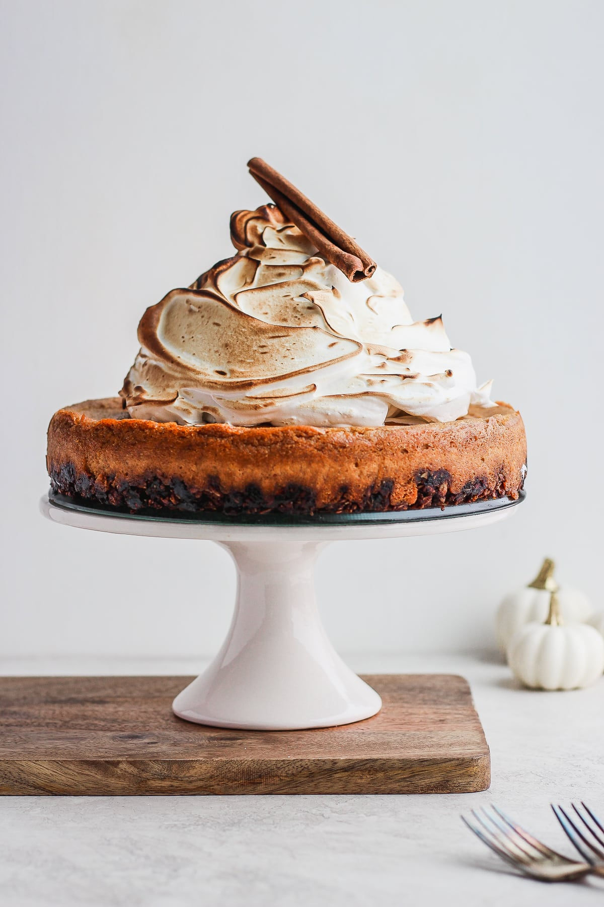 Creamy Vegan Baked Pumpkin Pie Cheesecake - a deliciously dreamy baked vegan pumpkin pie cheesecake - perfect dairy-free dessert option for Thanksgiving! #dairyfree #vegan #thanksgiving #pumpkinpie