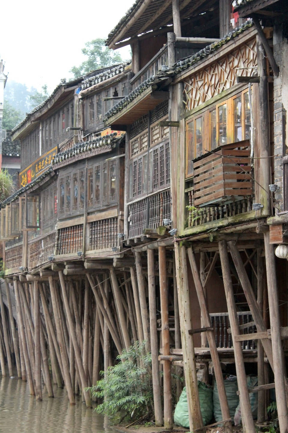 Fenghuang 15 houses on stilts