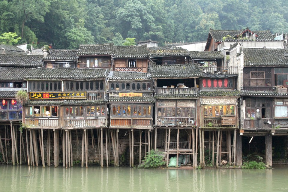 Fenghuang 20 houses in stilts