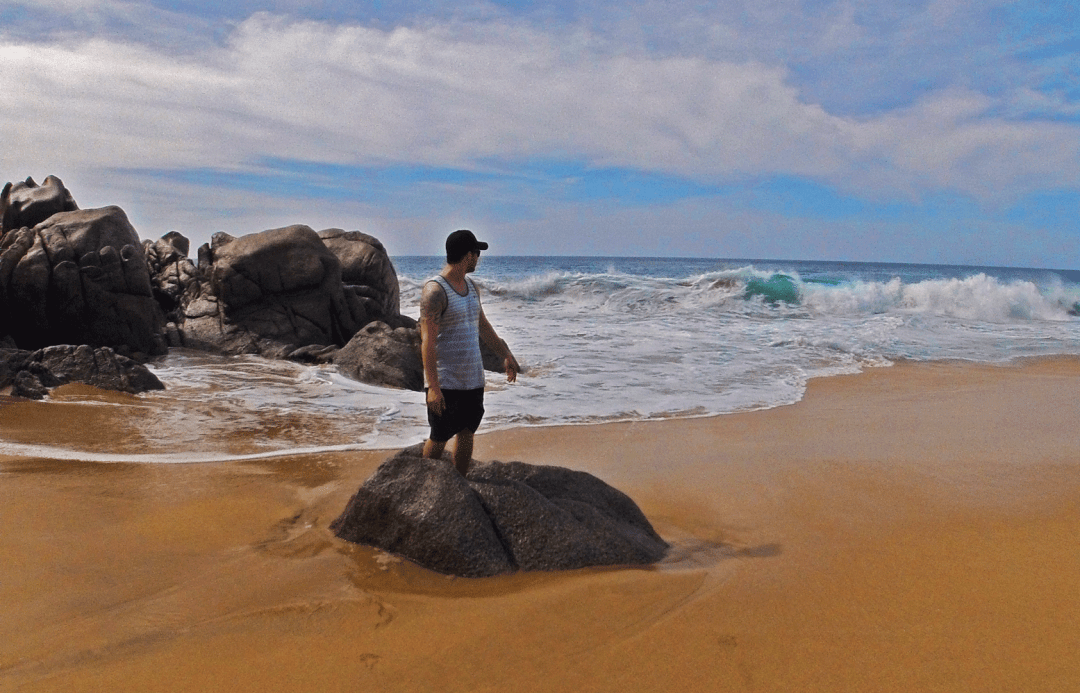 Dangerous waves on Divorce Beach in Cabo San Lucas, Mexico