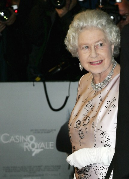 The Queen arriving to the Odeon Cinema