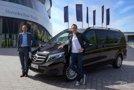 Bernd Stegmann (Head of Marketing Mercedes-Benz Vans, on the left) hands over the V-Class to Horst Reichel (POWER HORSE Triathlon Team, on the right)