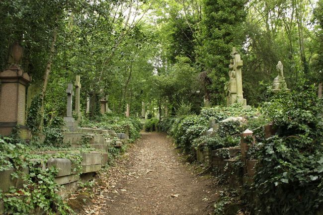 Highgate Cemetery in London - one of the best cemeteries to visit around the world
