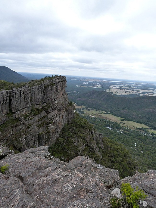 Hiking to The Pinnacle in Grampians National Park, Victoria
